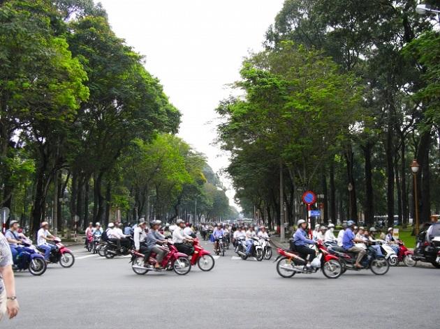 昼のバイク群