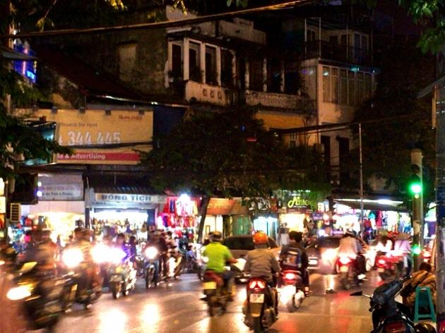 夜のバイク群