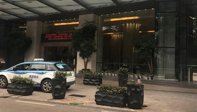 ホテル前のタクシー